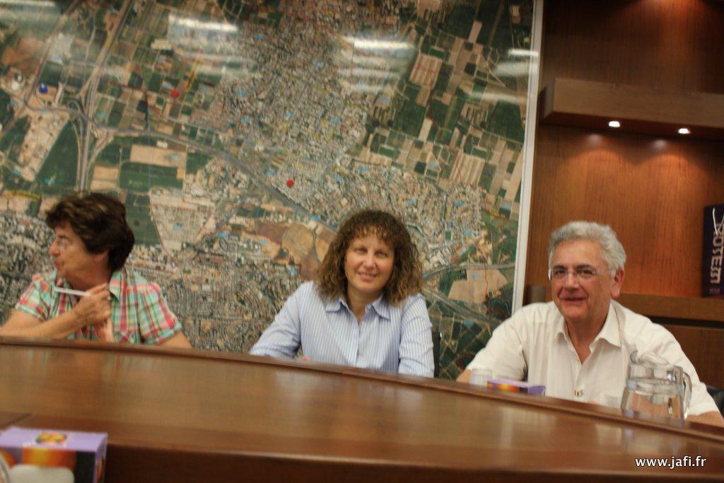 Réunion de travail en Mairie De G à Dr : Annie Bigand, Shira Avin et Denis Perez